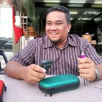 Photo taken at Restoran Dapur Mak by Bismi N. on 11/1/2012