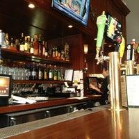Foto tomada en Sutter Pub & Restaurant por Frank R. el 5/17/2013