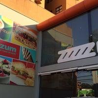 Foto tirada no(a) Zum Sucos e Sorvetes por Emilia C. em 8/27/2014