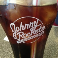 Photo taken at Johnny Rockets by Tawfiq C. on 3/27/2013