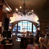 Foto diambil di Rizzoli Bookstore oleh Jin Y. pada 10/6/2012