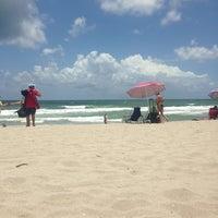 Foto tirada no(a) Spanish River Beach por Joshua B. em 7/6/2013