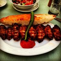 Foto tomada en Köz Kanat Restaurant por Okan A. el 4/29/2013