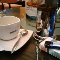 Photo taken at EXCELSO by Felix F. on 8/13/2014