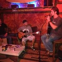 Photo prise au Surfers Cafe par Mahalia C. le9/16/2012