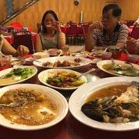 Photo taken at Heng Loong Restaurant 兴隆大酒家 by Michael P. on 8/28/2017