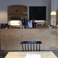 Foto diambil di Mikyna Coffee & Food Point oleh Jarek H. pada 6/28/2018