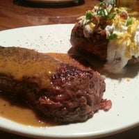 Photo taken at Outback Steakhouse by Randy D. on 4/14/2013