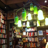 Photo prise au Shakespeare & Company par Roxane L. le10/21/2012