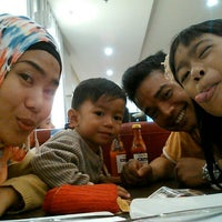 Photo taken at Pizza Hut (Duta Mall) by Qhiqhio D. on 7/14/2015