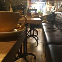 Foto scattata a 9Bar Coffee da Anya S. il 3/19/2018