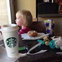 Foto tirada no(a) Starbucks por Susan L. em 9/17/2014