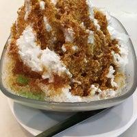 Photo taken at Dessert Hut 甜品小屋 by May Li K. on 3/28/2017