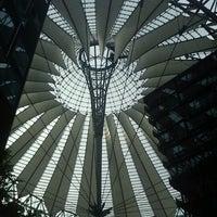 Das Foto wurde bei Sony Center von Khaled T. am 9/2/2012 aufgenommen
