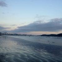 Foto tirada no(a) Praia do José Menino por Daniel B. em 4/17/2012
