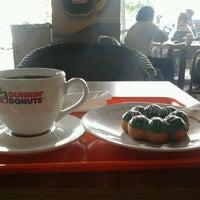 Photo taken at Dunkin donuts giant mega bekasi by  pst s. on 9/27/2012