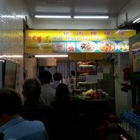Photo prise au Hill Street Tai Hwa Pork Noodle 吊桥头大华猪肉粿条 par AA M. le10/12/2012