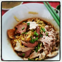 Photo taken at Hill Street Tai Hwa Pork Noodle by AA M. on 10/12/2012