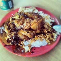 Photo taken at Beach Road Scissor-Cut Curry Rice by AA M. on 3/11/2013