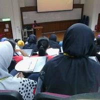 Photo taken at Kompleks Dewan Kuliah Fakulti Sains by Izat Y. on 9/4/2014