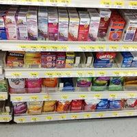 Das Foto wurde bei Walmart von Donte 💫✨✨✨✨ am 1/8/2013 aufgenommen