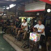 Photo taken at ก๋วยเตี๋ยวเรือนายหงอก บ้านสวน by ChaVy .. on 7/15/2017