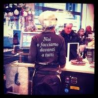 12/23/2012에 Mary M.님이 CioccolatItaliani에서 찍은 사진