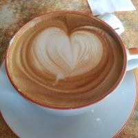 11/26/2012 tarihinde Asel O.ziyaretçi tarafından Coffeedelia'de çekilen fotoğraf