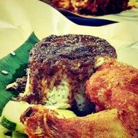 Photo taken at 33 Food Court Bukit Bintang (Medan Selera) by Ery R. on 6/12/2013