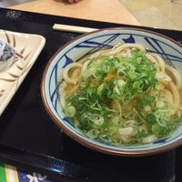 Photo taken at 丸亀製麺 みらい長崎ココウォーク店 by 222 on 8/9/2015