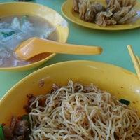 Photo taken at Tanjong Rhu Wanton Noodle by Lexelle d. on 9/4/2016