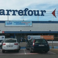 Photo taken at Carrefour hypermarché by Sergio S. on 3/19/2014