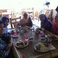 Photo taken at Restoran Istana Bambu by Adzua Y. on 11/9/2012