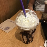 Photo taken at The Coffee Bean & Tea Leaf by Min B. on 7/31/2017