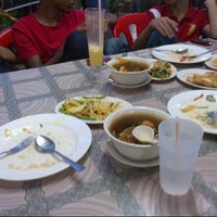 Photo taken at Seri Mesra Ikan Bakar & Seafood by Deqwey S. on 5/10/2013