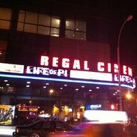 Das Foto wurde bei Regal Cinemas Union Square 14 von Matt N. am 12/31/2012 aufgenommen
