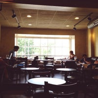 Photo prise au Chestnut Hill Coffee Co. par Global H. le7/20/2013