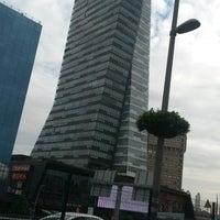 รูปภาพถ่ายที่ Mecidiyeköy Meydanı โดย Ömer E. เมื่อ 9/21/2014