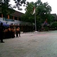Photo taken at SMA Negeri 1 Medan by Tengku mochdifan a. on 9/27/2014