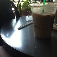 Photo taken at Starbucks Oficinas by Sara P. on 6/9/2013