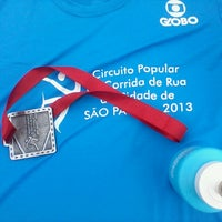 Photo taken at Circuito Popular de Corrida de Rua Cidade de SP by ANA M. on 4/7/2013