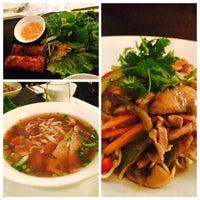 Foto tomada en Viet Nam Restaurante por Brian L. el 4/13/2015