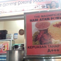 Photo taken at Mee Goreng Sotong Powerrr by Fadhlee Fitri A. on 3/2/2013