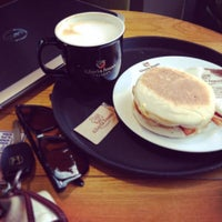 Photo taken at Gloria Jean's Coffee by silvia a. on 9/19/2014
