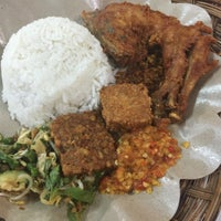 Photo taken at Ayam Penyet Suroboyo by Wen S. on 7/29/2015