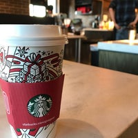 Foto tirada no(a) Starbucks por Mark P. em 11/24/2017