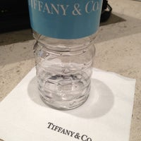 Foto tirada no(a) Tiffany & Co. por Mariana A. em 12/16/2012