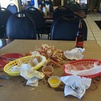 8/17/2014 tarihinde Roger H.ziyaretçi tarafından Crab Corner'de çekilen fotoğraf