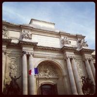 Photo taken at Palais de la Découverte by Ethan P. on 4/17/2013