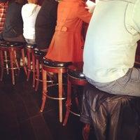 3/17/2013 tarihinde Chrisziyaretçi tarafından Sullivan's Steakhouse'de çekilen fotoğraf